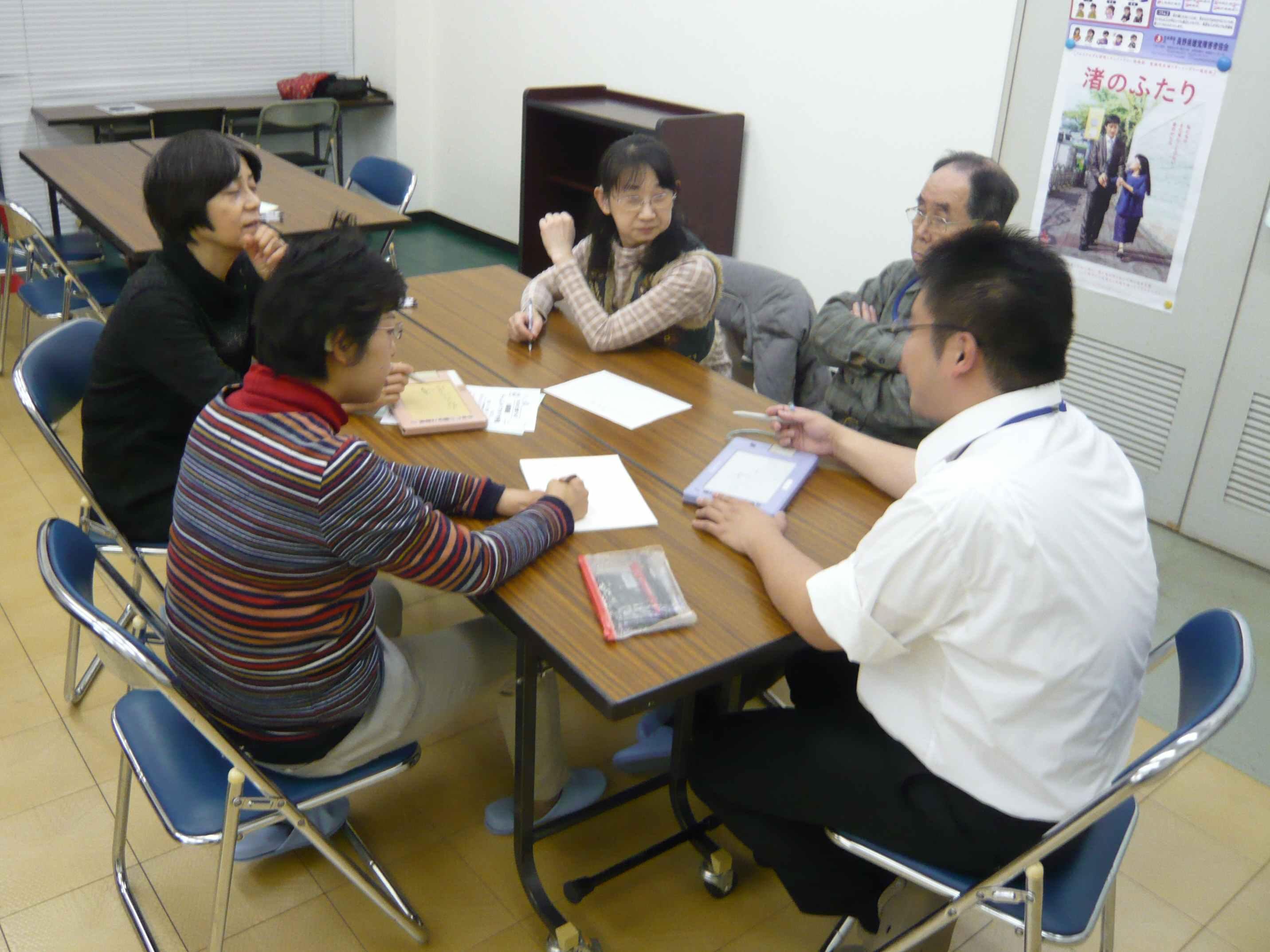 指文字の練習では、拗音(っ・ゃ・ゅ・ょ)や濁音・半濁音( ゛ , ゜ )の入った長~~~い言葉を3つ考えて表現しました。